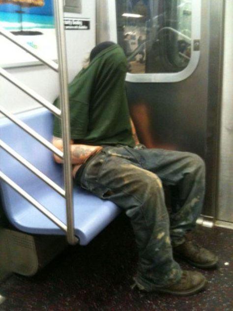 stuff-you-see-on-public-transport-12