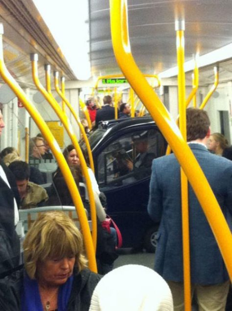 stuff-you-see-on-public-transport-4