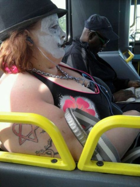 stuff-you-see-on-public-transport-9