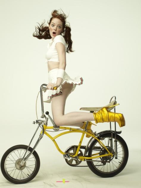 42376-Emma-stone-bike-XFeJ