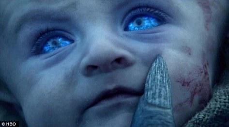 Bebê olhos azuis